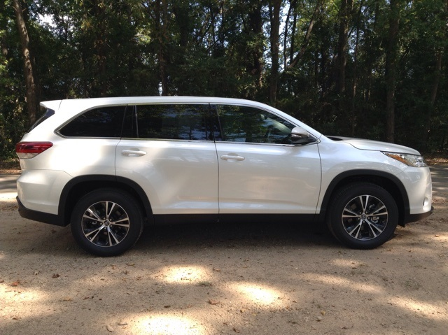 New 2019 Toyota Highlander LE - L4 FWD